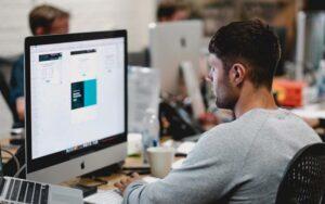 Автоматическая настройка контекстной рекламы или настройка специалистом? | рекламное агентство Stom Media